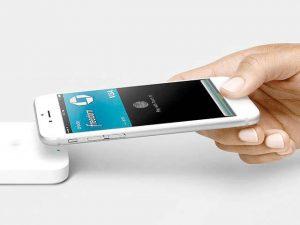 תשלומים ללא מגע באייפון. צילום יחצ אפל