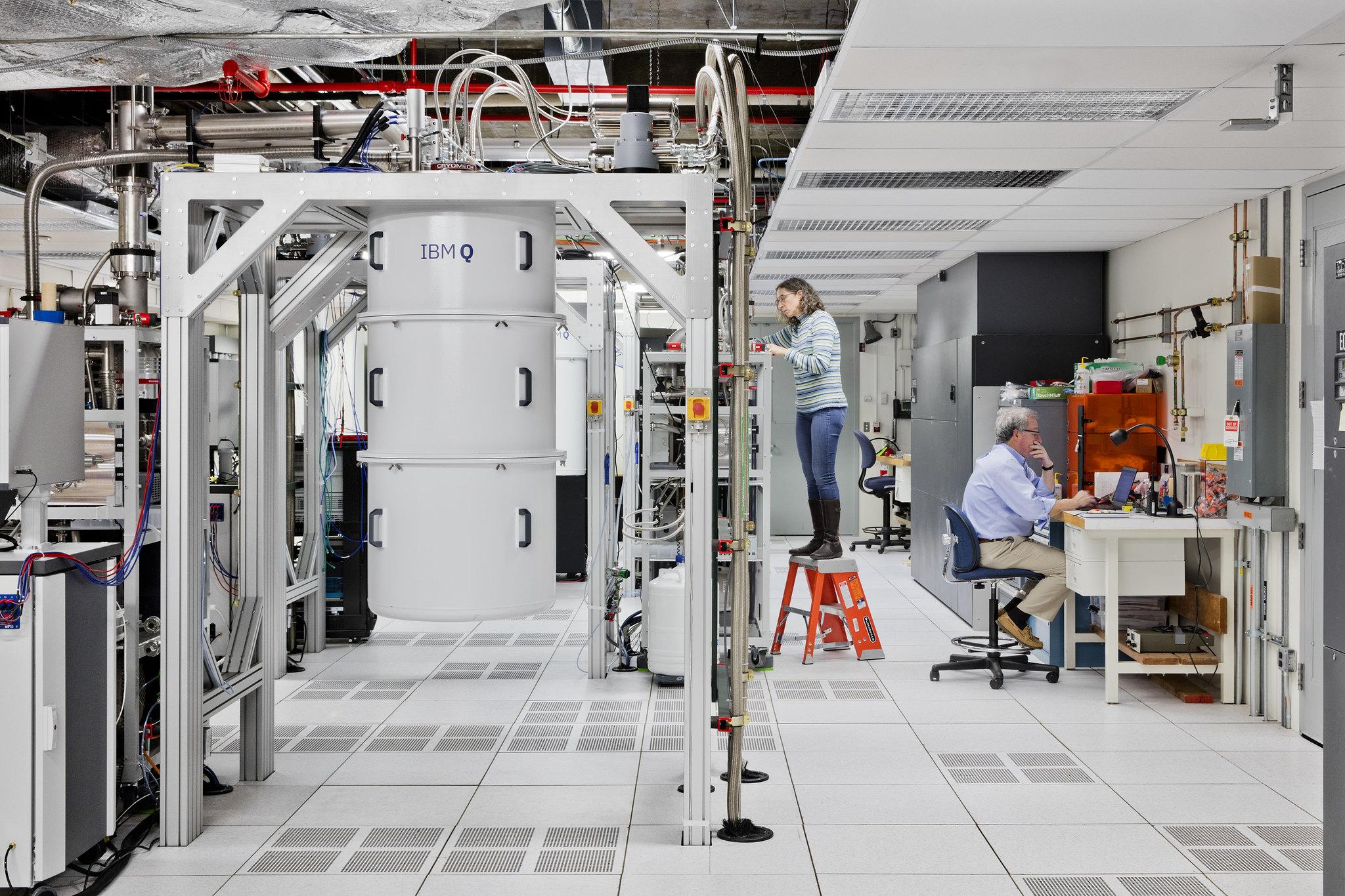 מערכות מחשוב קוונטיות של IBM במעבדה בציריך. קרדיט: באדיבות IBM Research