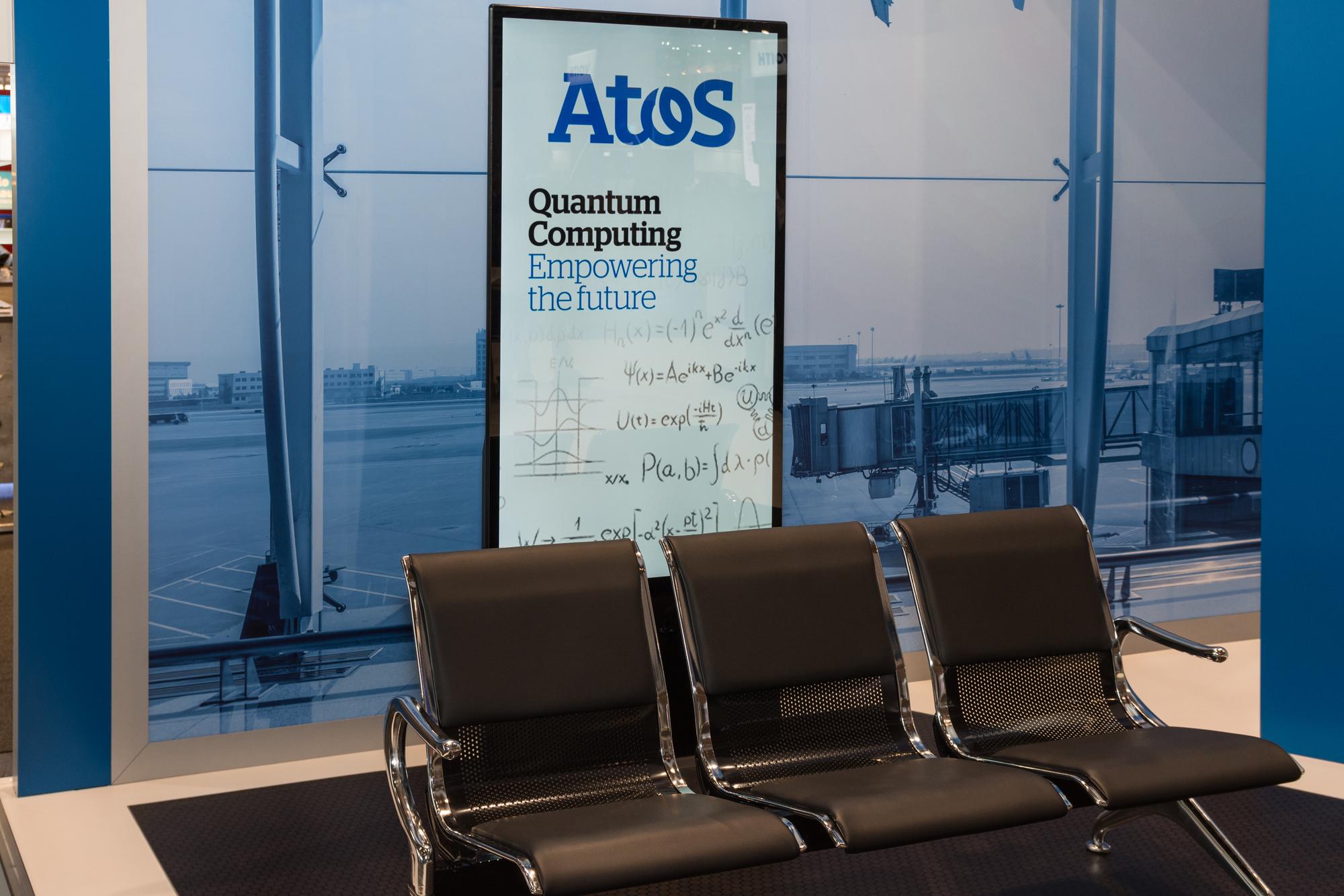 שלט פרסומת של חברת אטוס בנמל התעופה של הנובר, גרמניה, 13 ביוני 2018. עידוד הפעילות בתחום הקוונטים באירופה. אילוסטרציה: depositphotos.com