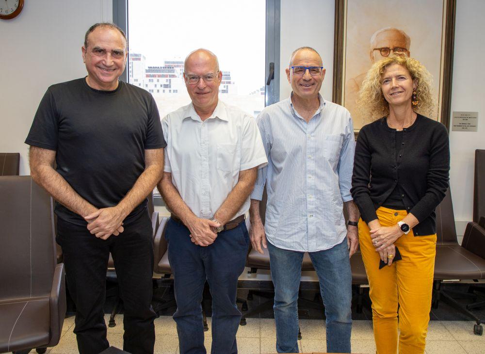 (מימין לשמאל): פרופ' טובה מילוא (דיקאנית הפקולטה למדעים מדויקים באוניברסיטת תל-אביב), פרופ' מאיר פדר, פרופ' אריאל פורת ופרופ' יוסי מטיאס.