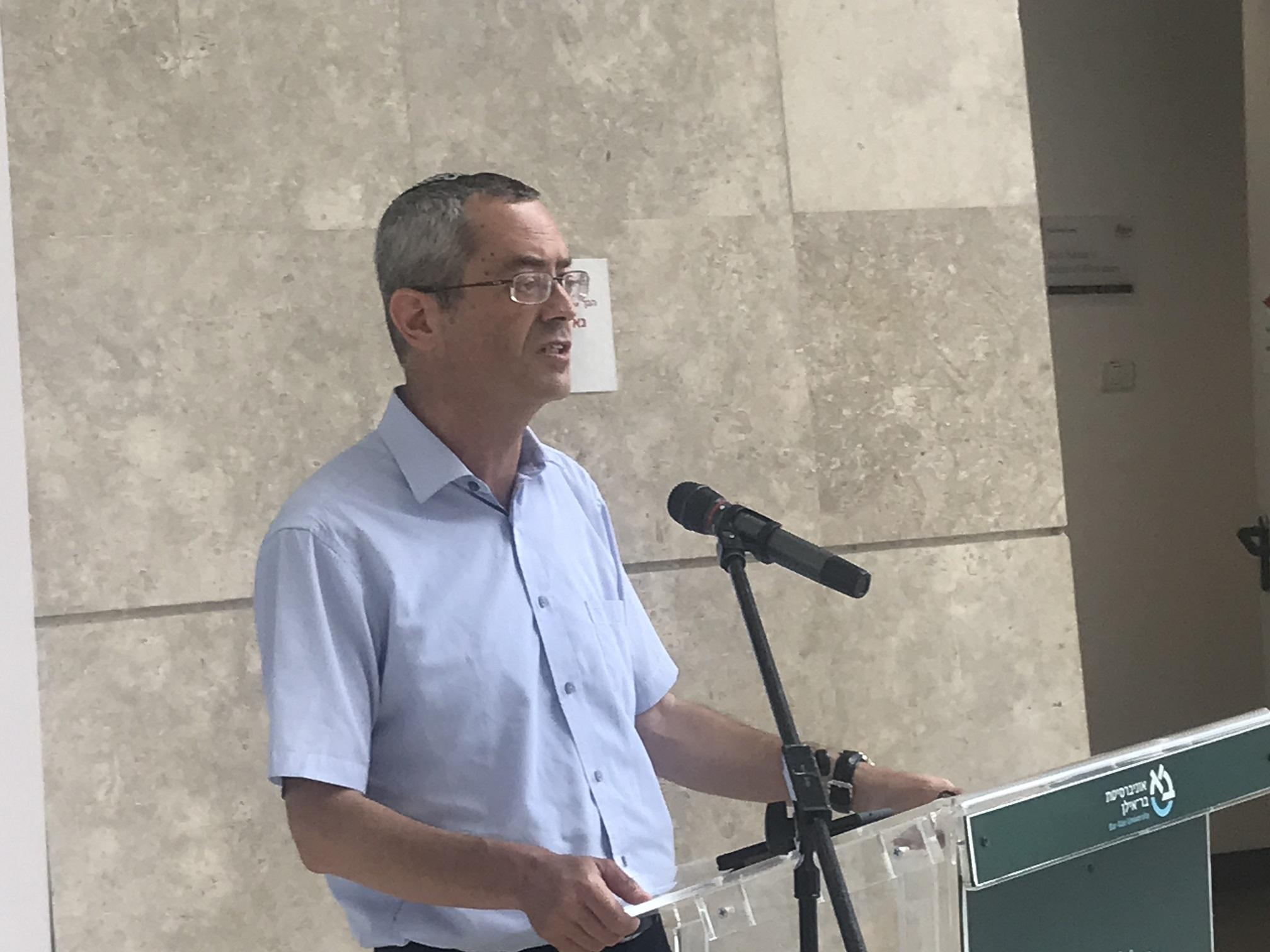ראש המכון לננוטכנולוגיה וחומרים מתקדמים באוניברסיטת בר אילן פרופ' דרור פיקסלר בפתיחת מוזיאון ננו. צילום: אבי בליזובסקי